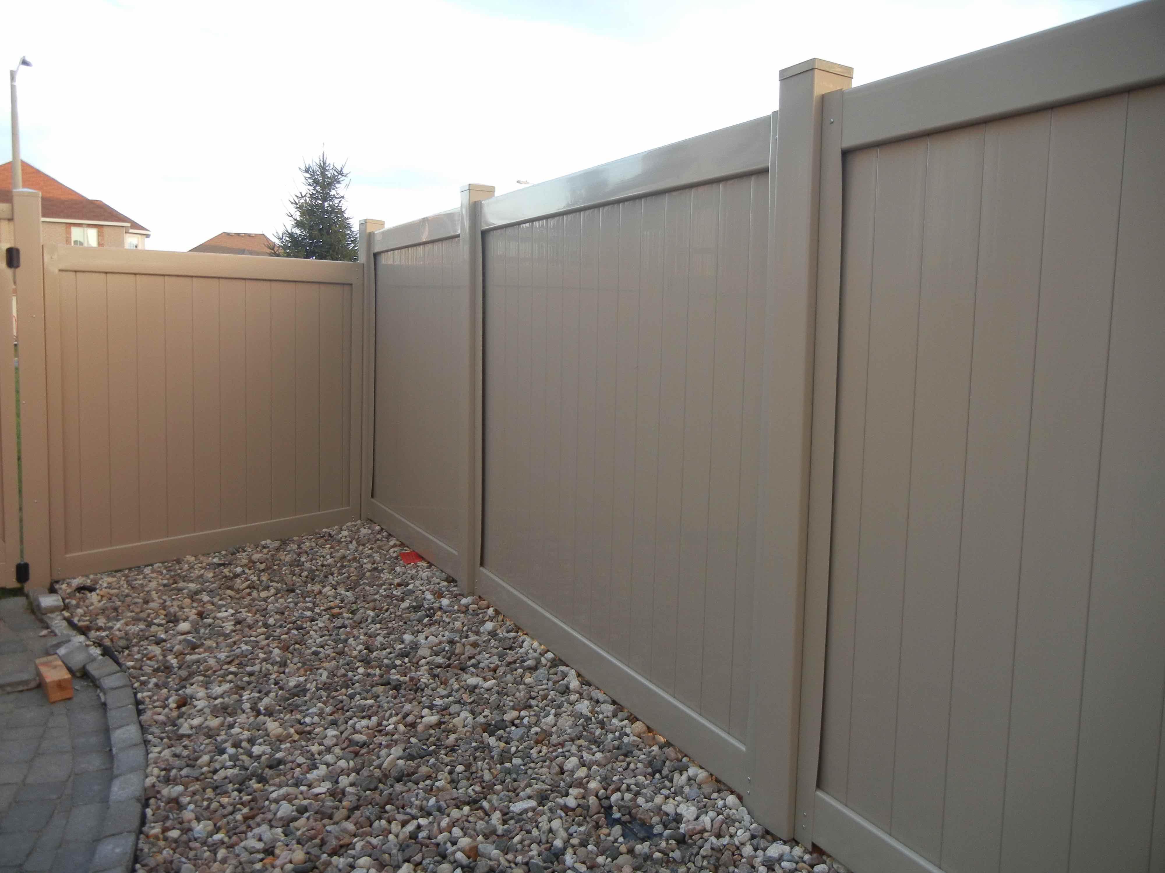 ottawa bakyrad PVC fence install