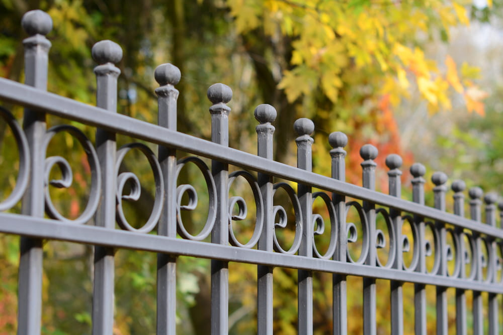 Fence Maintenance Tasks You Should Complete Before Winter
